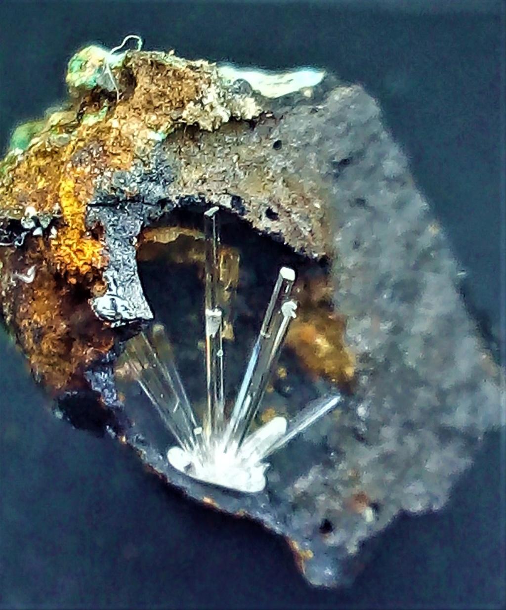 SCLAIGNEAUX site qui contient de minéraux de scorie Img_2235
