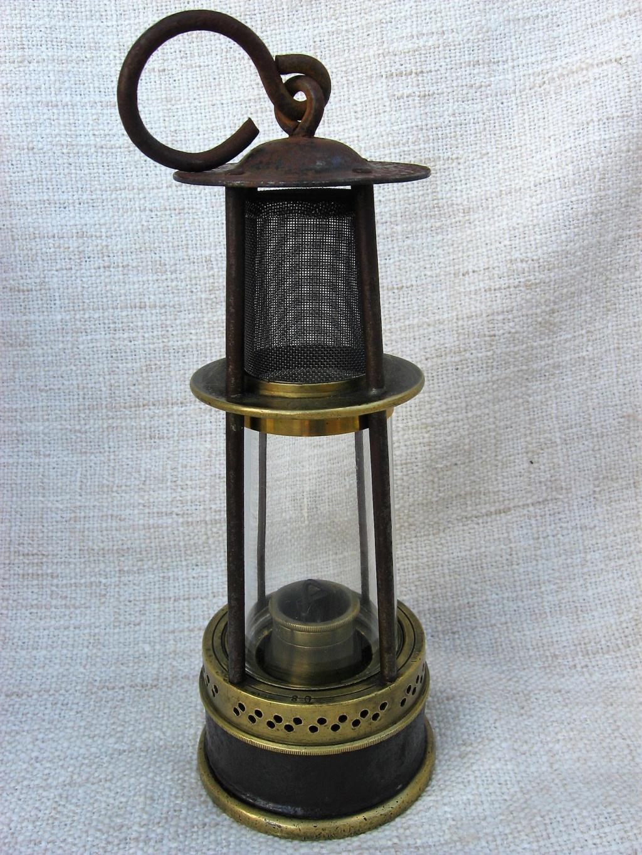 lampes de mineurs,  divers objets de mine, outils de mineur et documents  - Page 10 Img_2433