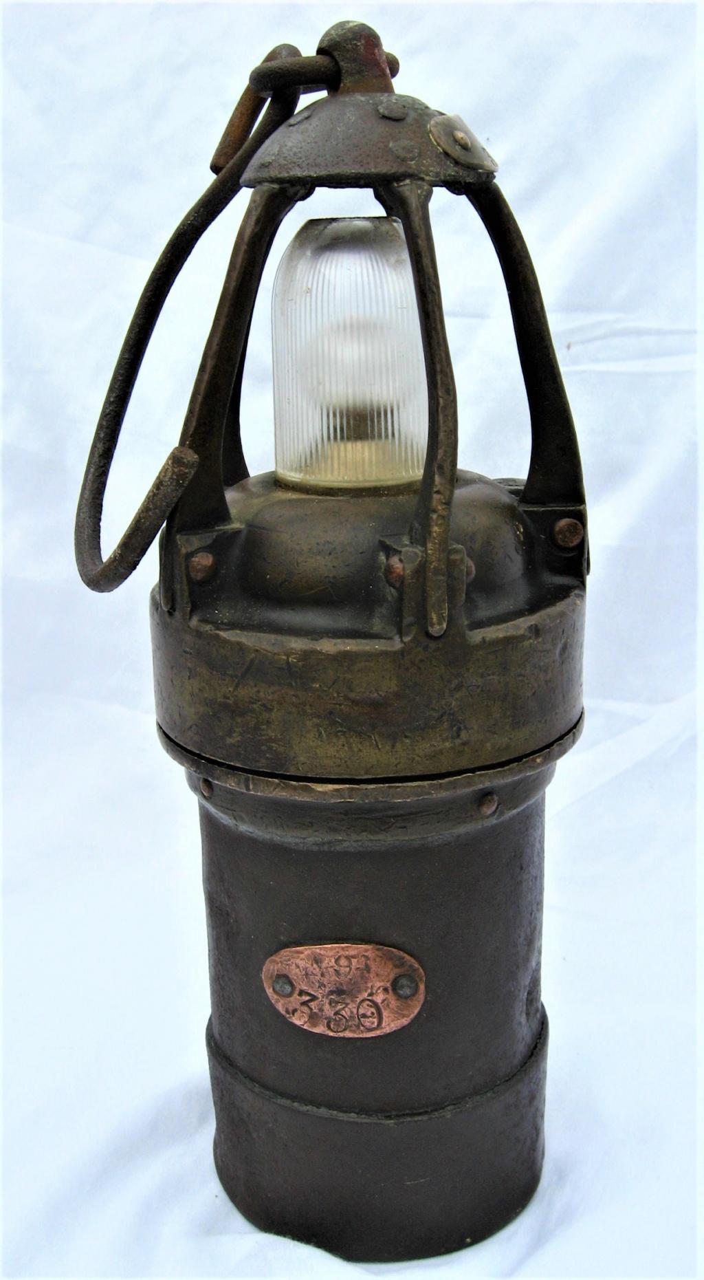 lampes de mineurs,  divers objets de mine, outils de mineur et documents  - Page 10 Img_2934