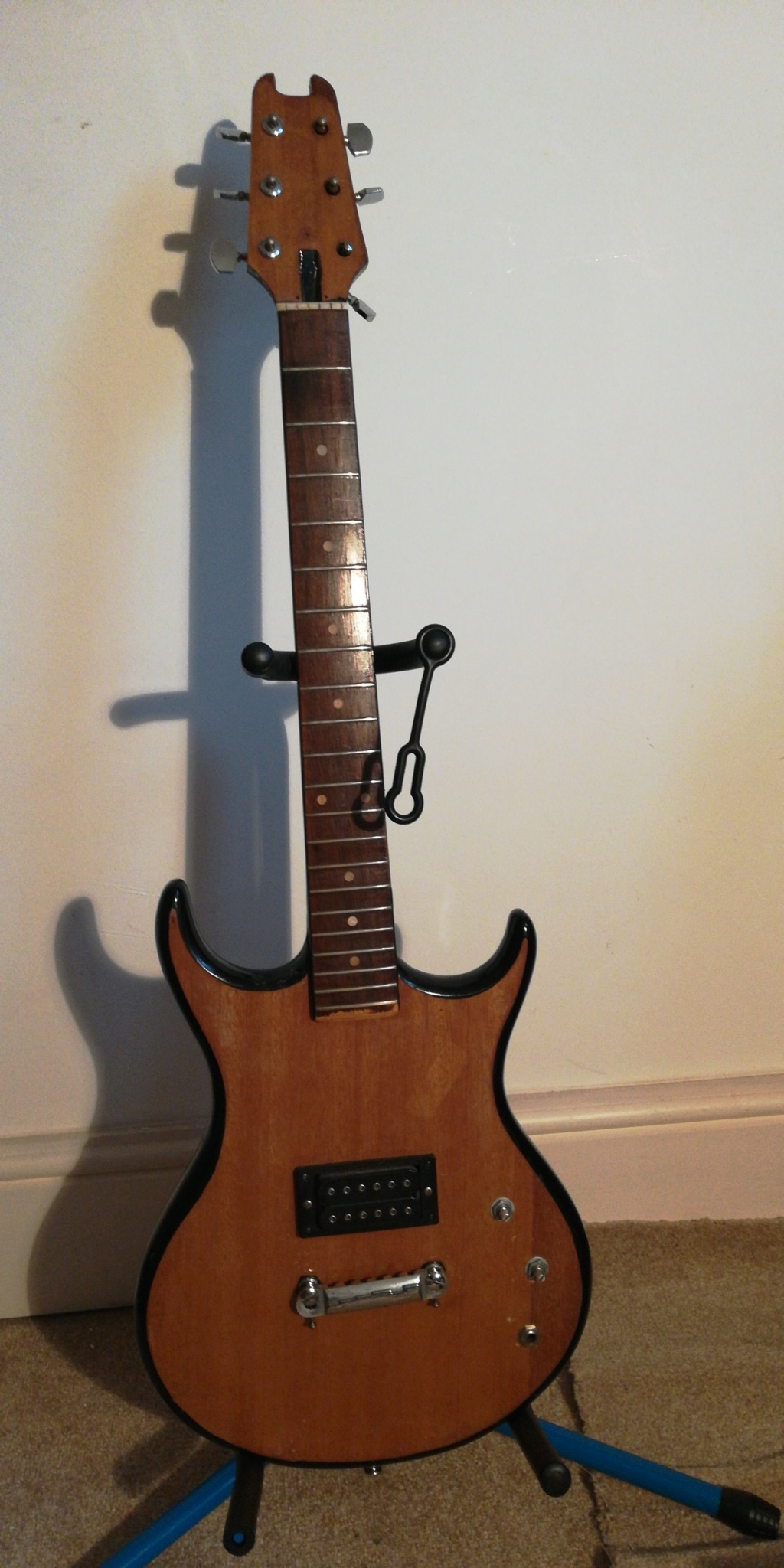 guitar - Does anyone know anything about this guitar?  15329710