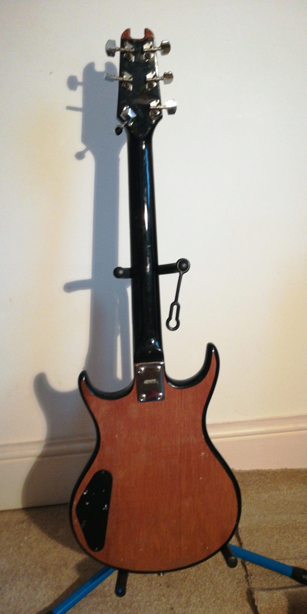 guitar - Does anyone know anything about this guitar?  15329711
