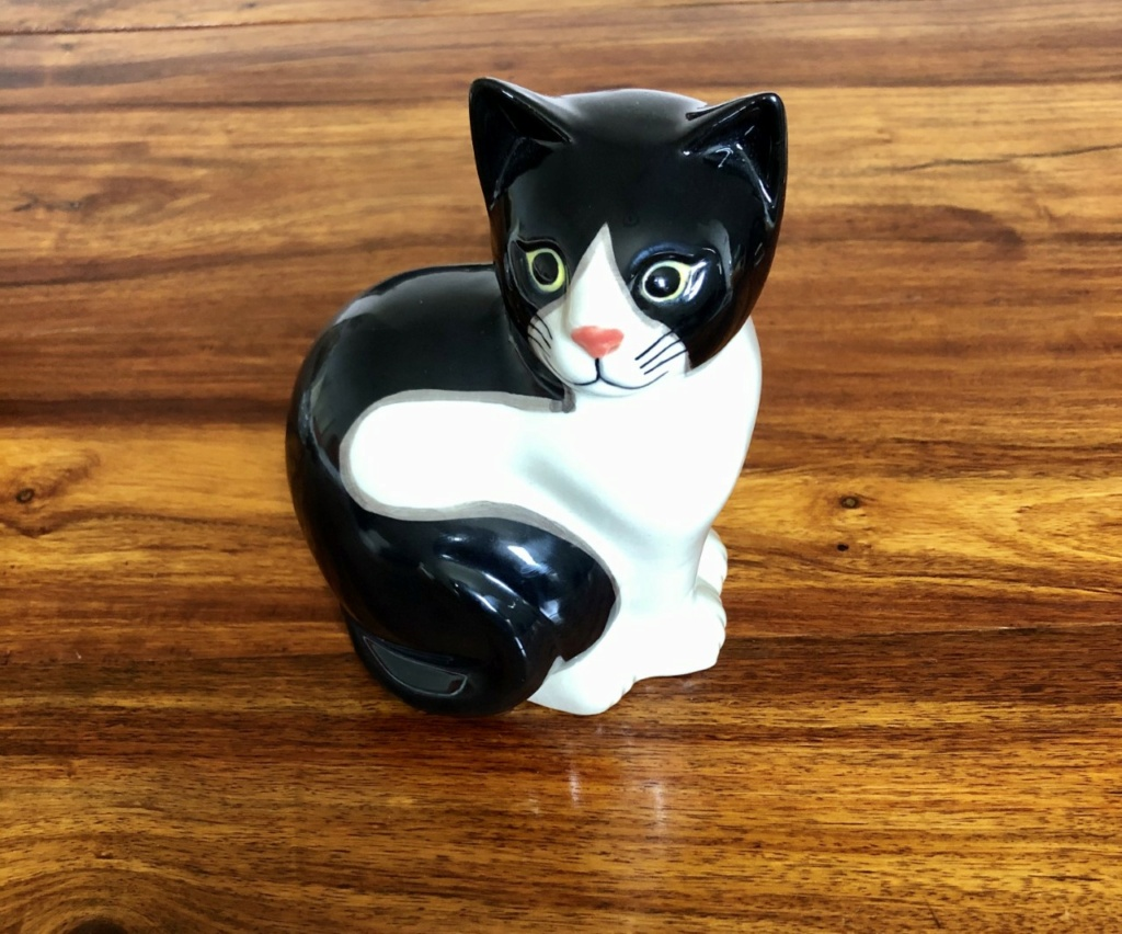 Porcelain Cat Mark - Quail Pottery  C114