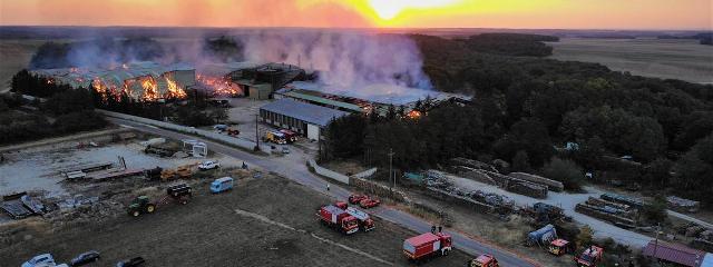 Côte-d'Or : important incendie dans une exploitation agricole 21980810