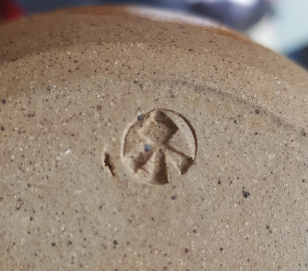 Pottery ID, arrow? mark;  finger swipe decoration  20200410