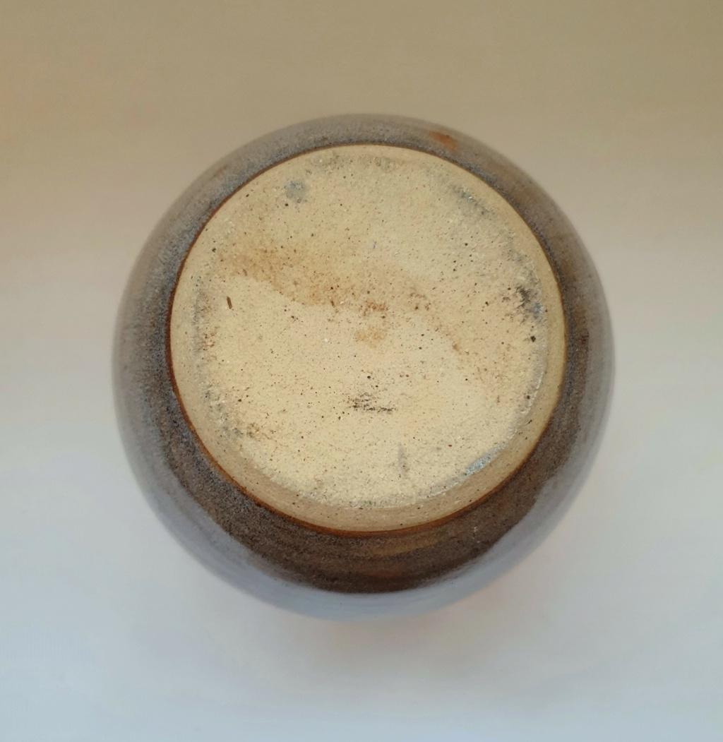 ID help studio pottery vase marked 'S' 20201112