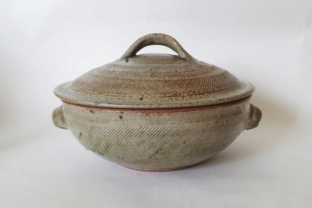 Studio pottery ID A or V mark 20210713