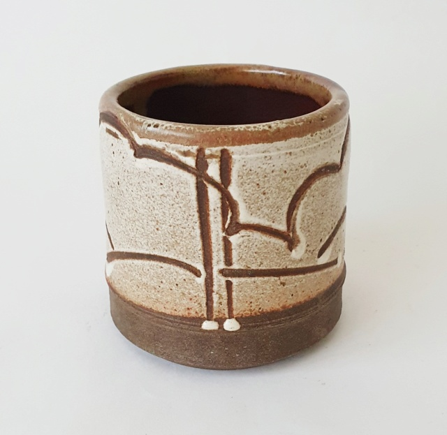 Studio pottery pot by Nick and Julie Williams  20210816