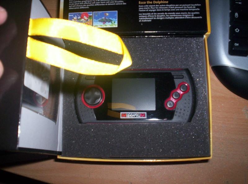 Megadrive Portable 6 boutons + SD à 30 euros ! 100_3813