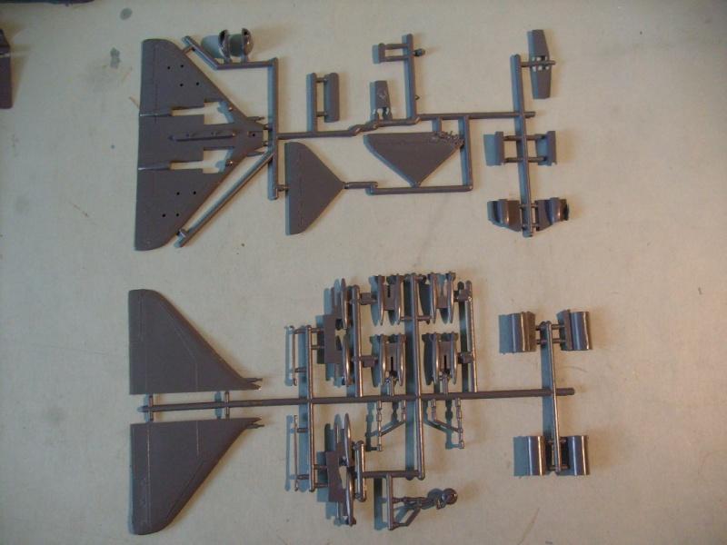 Multi-présentations IMC REPUBLIC F 105 D THUNDERCHIEF et DOUGLAS  A4 E SKYHAWK 1/72ème Réf 483 100 et 485 100 S7308437