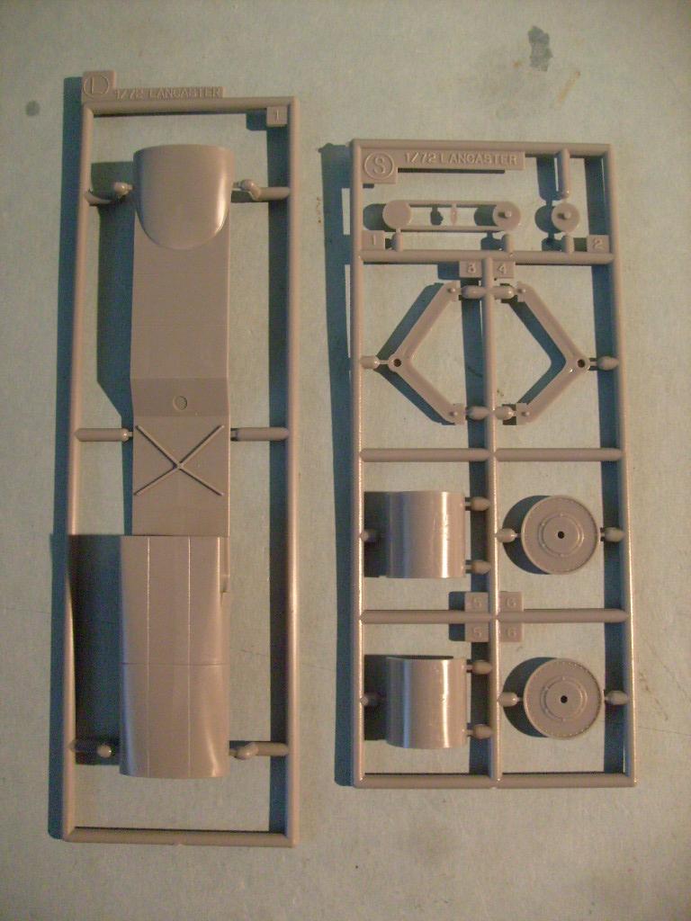 Comparatif AVRO LANCASTER B1 SPECIAL vs AVRO LANCASTER BIII DAM BUSTER 1/72èmeme S7308774