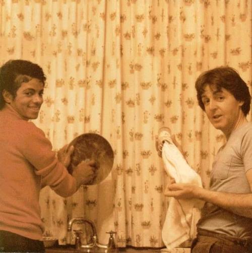 Le plus grand succès de Michael Jackson est une chanson co-écrite avec Paul McCartney Michae10
