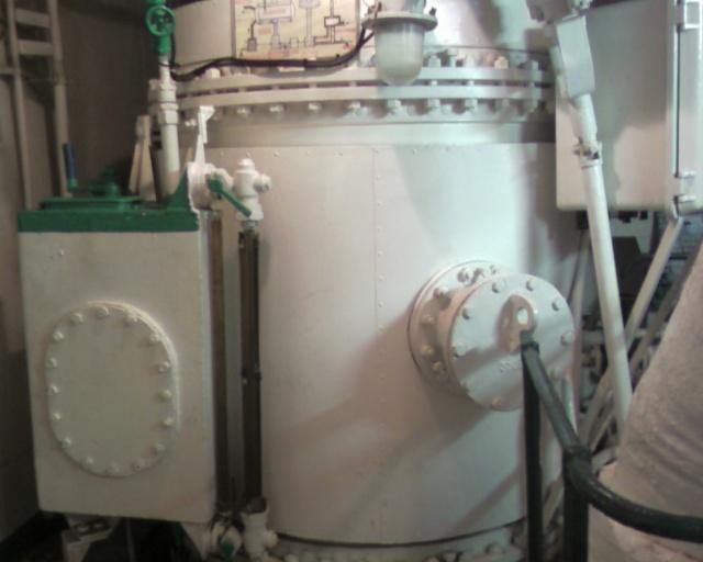"""La production d'eau douce à bord : le """"bouilleur"""" - Page 2 Photo013"""