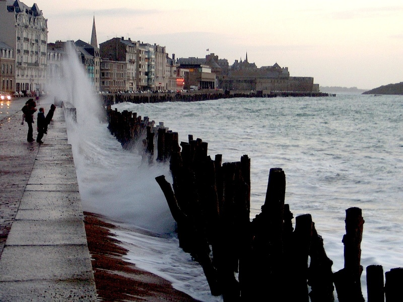 Saint-Malo [La cité Corsaire] - Page 3 Splash10