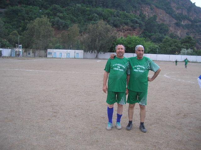 Match Gala à la mémoire de Larabi Sadek (ex-joueur CRBAokas) P1010110