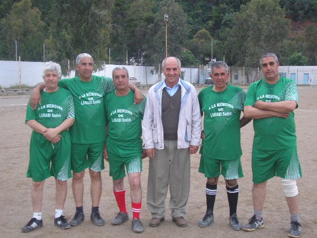Match Gala à la mémoire de Larabi Sadek (ex-joueur CRBAokas) P1010112