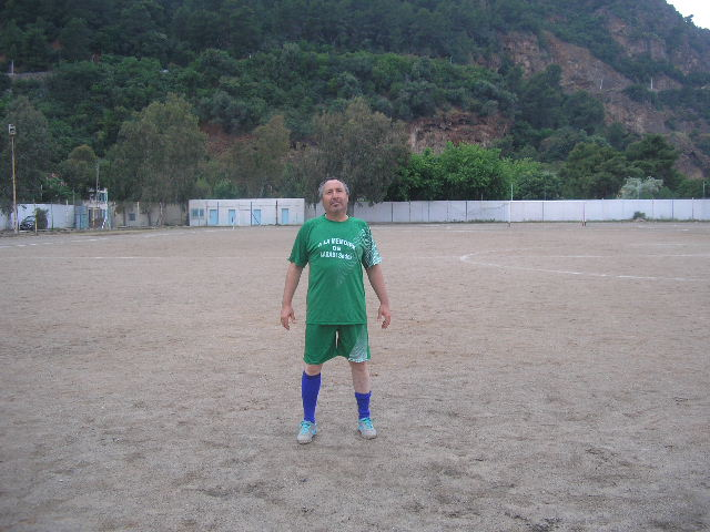Match Gala à la mémoire de Larabi Sadek (ex-joueur CRBAokas) P1010113