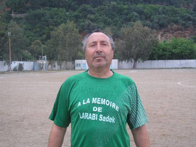 Match Gala à la mémoire de Larabi Sadek (ex-joueur CRBAokas) P1010114