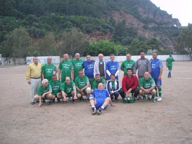 Match Gala à la mémoire de Larabi Sadek (ex-joueur CRBAokas) P1010115