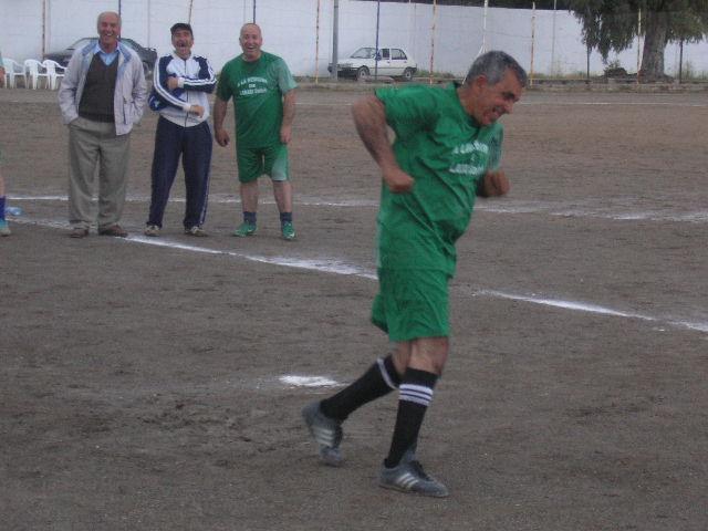 Match Gala à la mémoire de Larabi Sadek (ex-joueur CRBAokas) P1010128