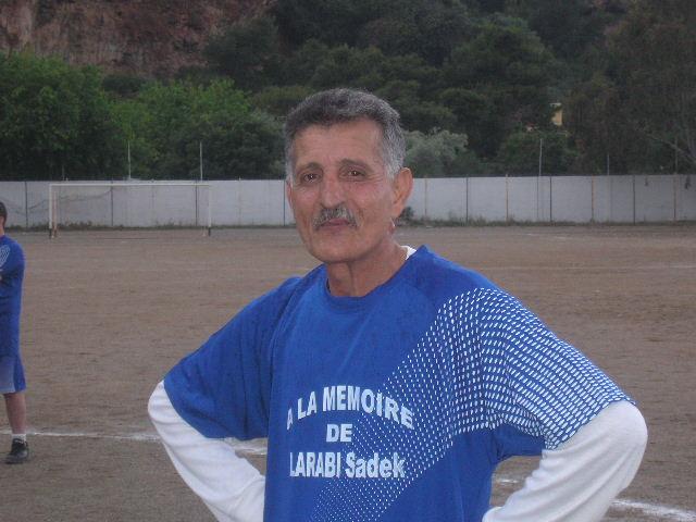 Match Gala à la mémoire de Larabi Sadek (ex-joueur CRBAokas) - Page 2 P1010213