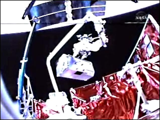 [STS-125] EVA - 3 - Page 2 Captur11