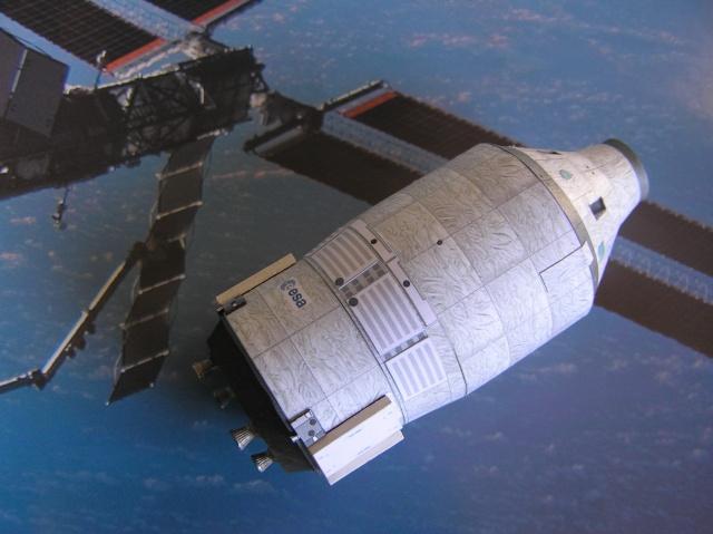 """Vaisseau européen habité sur Ariane 5 """"man rated""""   1/96 P5240015"""