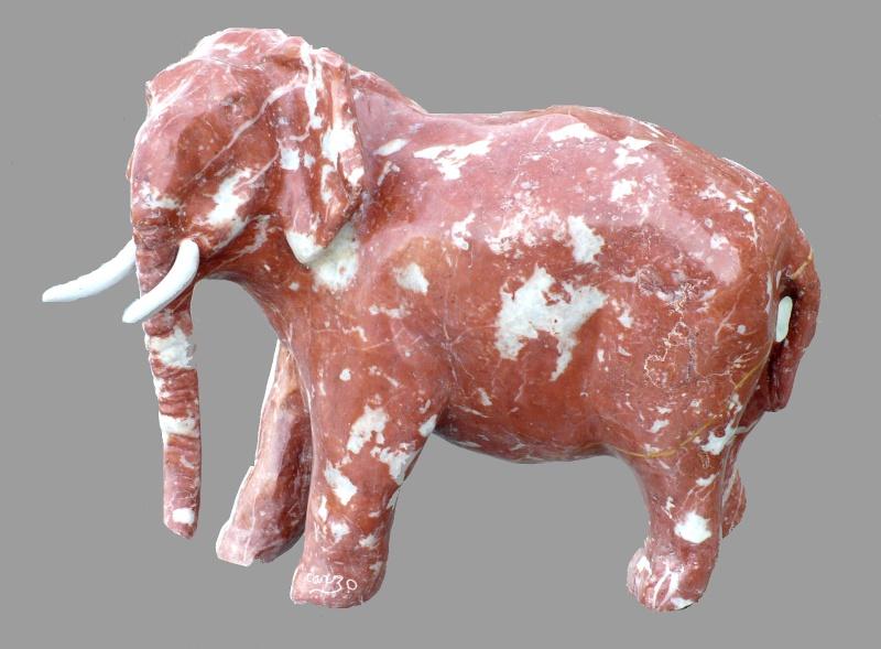 Eléphant en cours (Marbre) P1000512