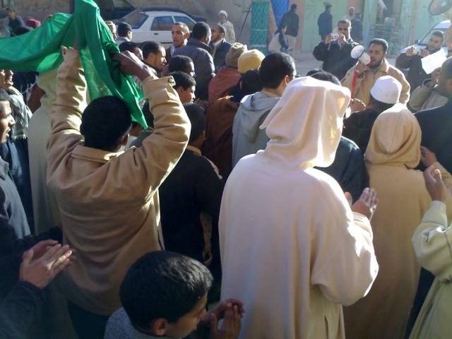 صور و فيديو للمسيرة التي نظمتها ساكنة مدينة الريصاني تضامنا مع أهل غزة 29122010