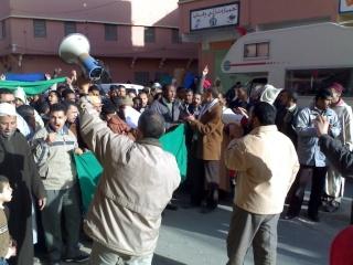 صور و فيديو للمسيرة التي نظمتها ساكنة مدينة الريصاني تضامنا مع أهل غزة 29122013