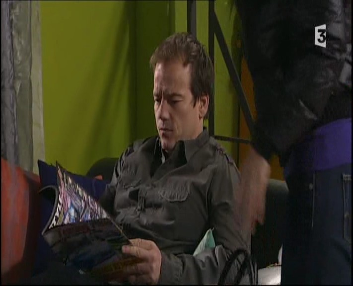 Episode du Lundi 07 Mars 2011 - Page 2 20113292