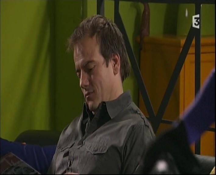 Episode du Lundi 07 Mars 2011 - Page 2 20113305