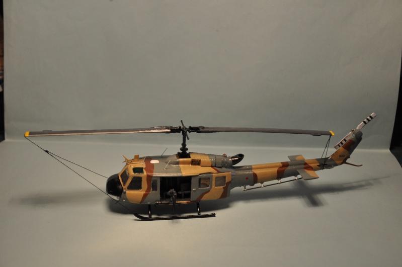 BELL UH-1H 1/72  du DOSAW à Kandahar en 2009 ( base Revell UH-1D) Dsc_0827
