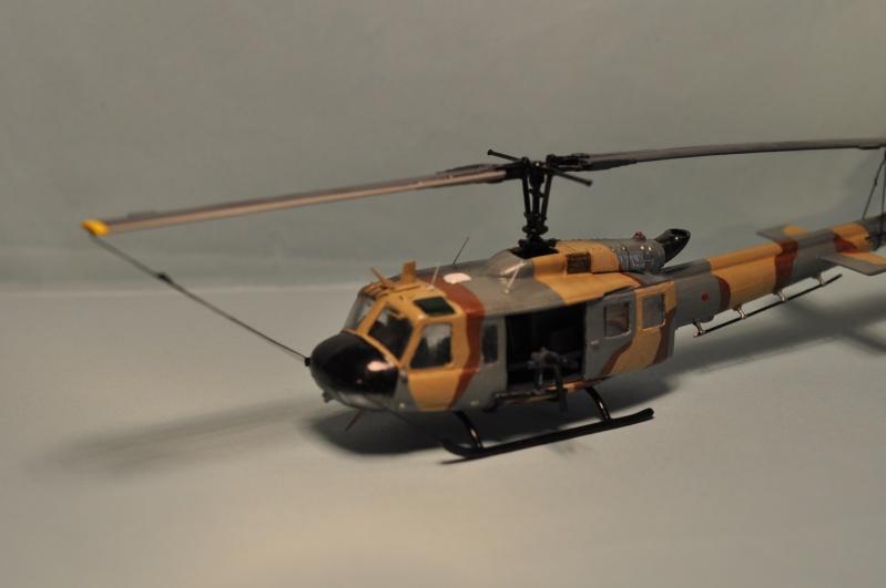 BELL UH-1H 1/72  du DOSAW à Kandahar en 2009 ( base Revell UH-1D) Dsc_0830