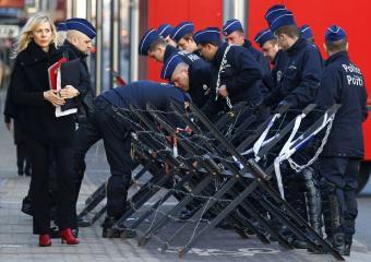 El enorme fracaso de una monstruosidad llamada capitalismo neoliberal Polici10