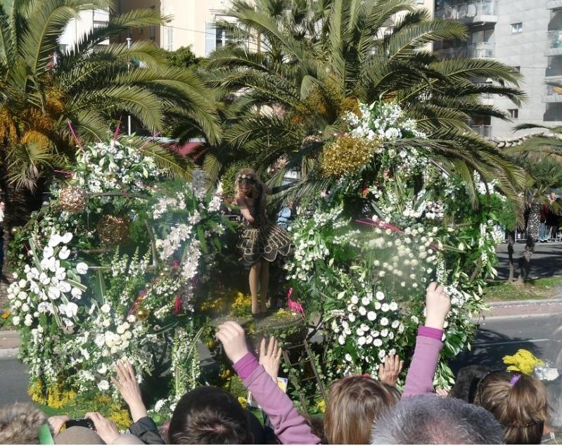 """UN PARFUM D"""" ITALIE :NISSA BELLA FAIT SON CARNAVAL DEVANT DES MERLUS DECON(FETTIS) FITS 1 A 0 P1060510"""
