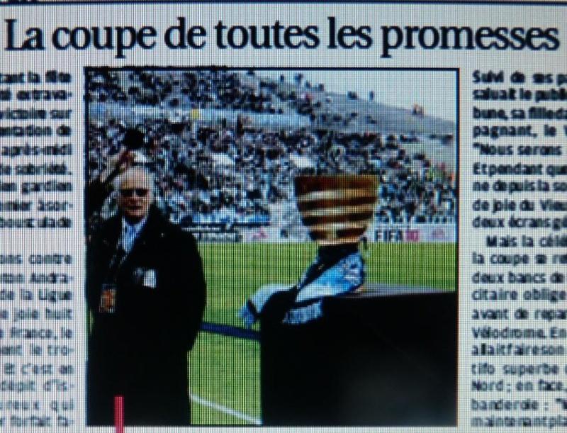 """LA CAVERNE DES TROPHEES DE L""""OM - Page 2 P1070855"""