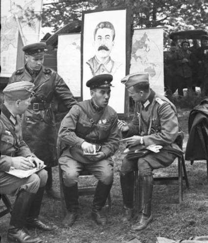 Jonction entre Allemands et Russes en 1939 Soldat11