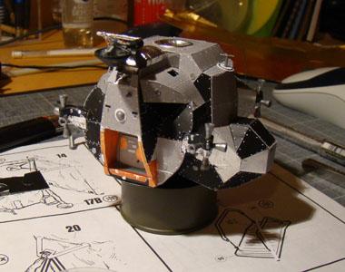 Recherche maquette module lunaire 1/48eme montée 0211