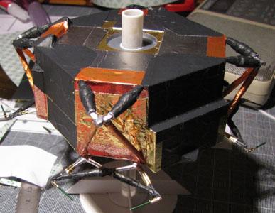 Recherche maquette module lunaire 1/48eme montée - Page 2 10410