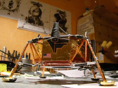 Recherche maquette module lunaire 1/48eme montée - Page 2 10911