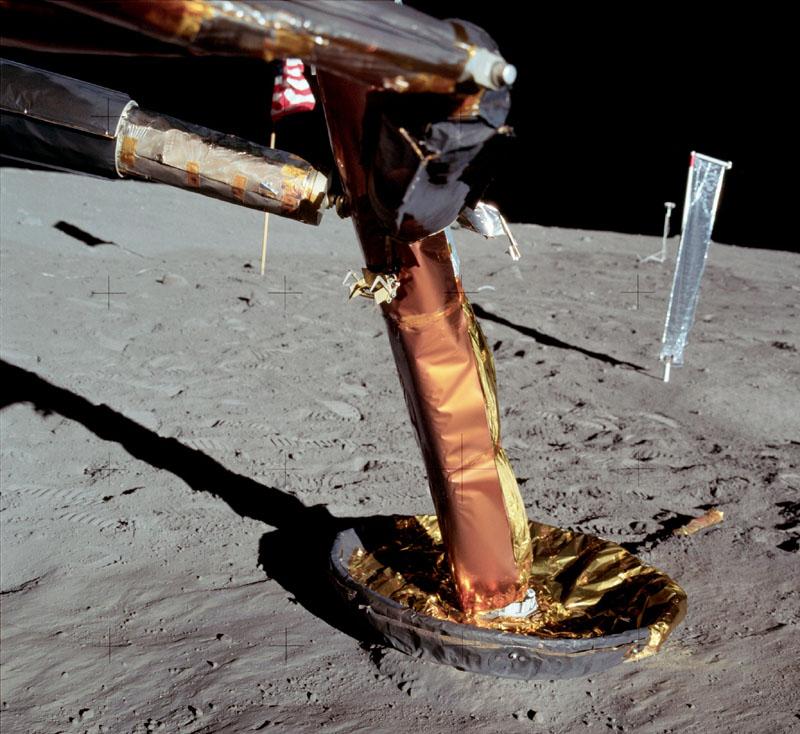 Recherche maquette module lunaire 1/48eme montée - Page 2 As11-410
