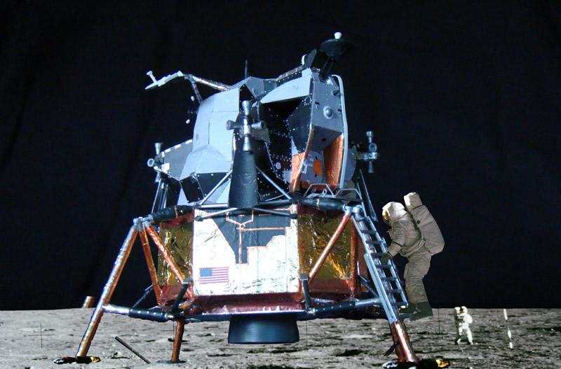 Recherche maquette module lunaire 1/48eme montée - Page 3 Assemb13