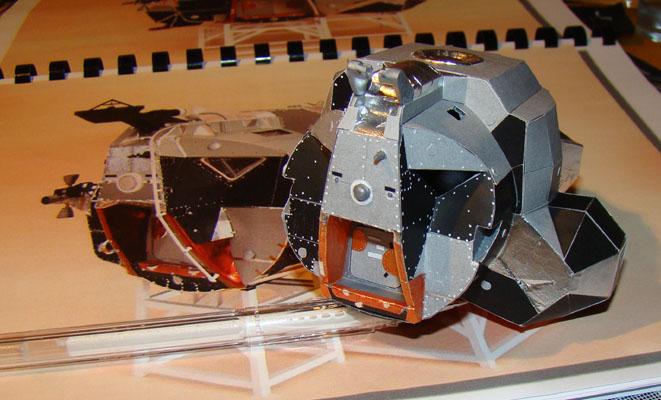 Recherche maquette module lunaire 1/48eme montée Dsc07312