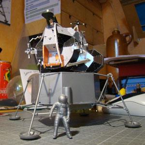 Recherche maquette module lunaire 1/48eme montée - Page 2 Dsc07412