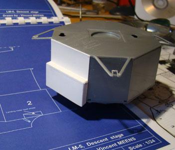 Recherche maquette module lunaire 1/48eme montée - Page 2 Dsc07413