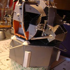 Recherche maquette module lunaire 1/48eme montée - Page 2 Dsc07416