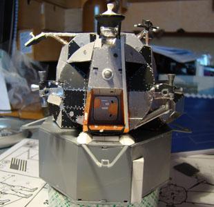 Recherche maquette module lunaire 1/48eme montée - Page 2 Dsc07417