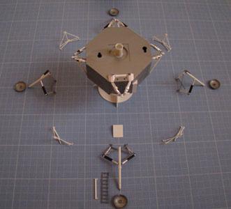 Recherche maquette module lunaire 1/48eme montée - Page 2 Dsc07435