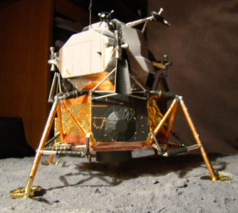 Recherche maquette module lunaire 1/48eme montée - Page 3 Dsc07526