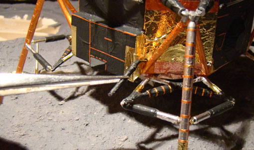 Recherche maquette module lunaire 1/48eme montée - Page 3 Dsc07527
